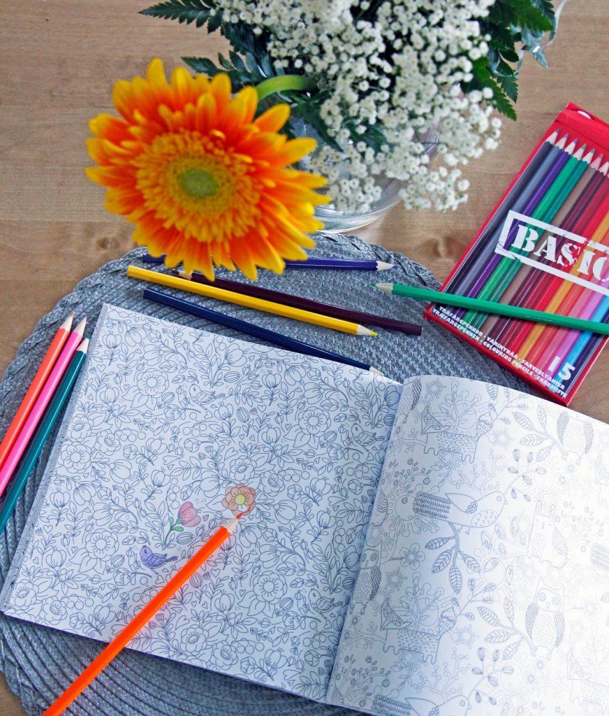 aikuisten värityskirja kynät