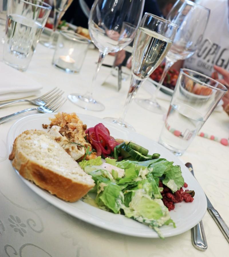 vaihmalanhovi+äitienpäiväruoka