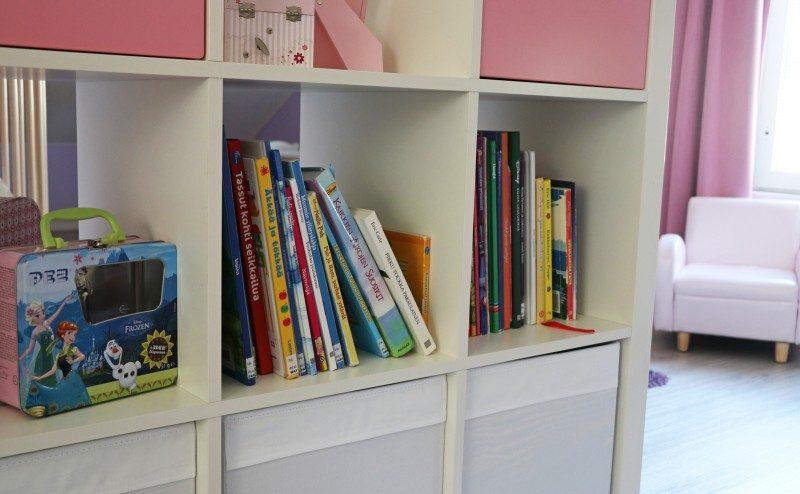 ikea+kallax+kirjat+lastenhuone