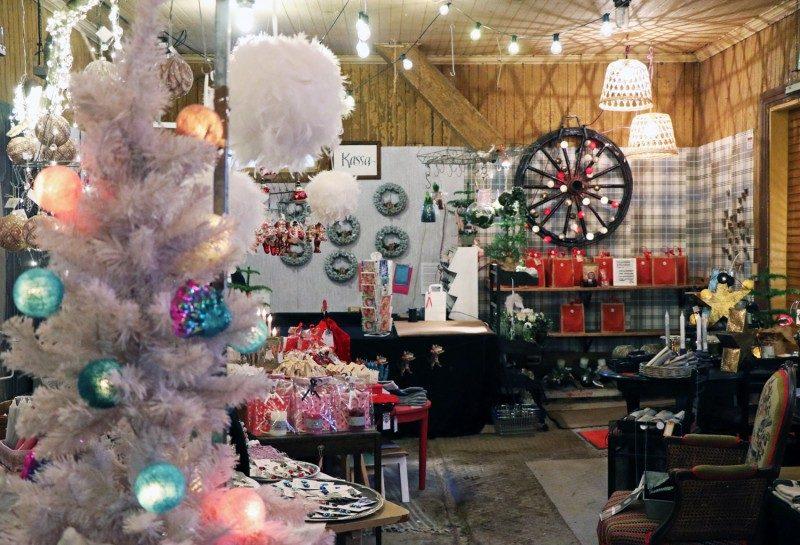joulukauppa+tallipiha
